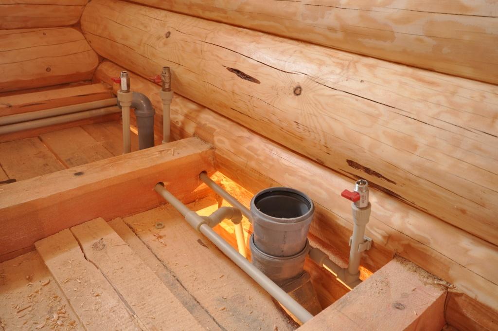канализации доме в деревянном руками монтаж своими